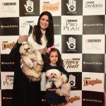 cachorros, mulher e criança