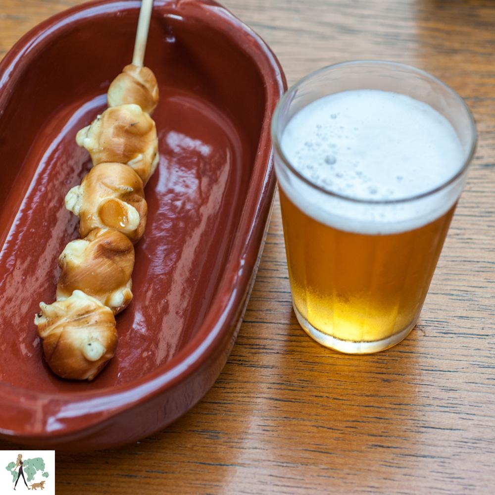 espetinho e cerveja