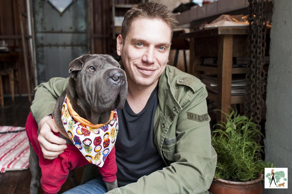 cachorro e homem