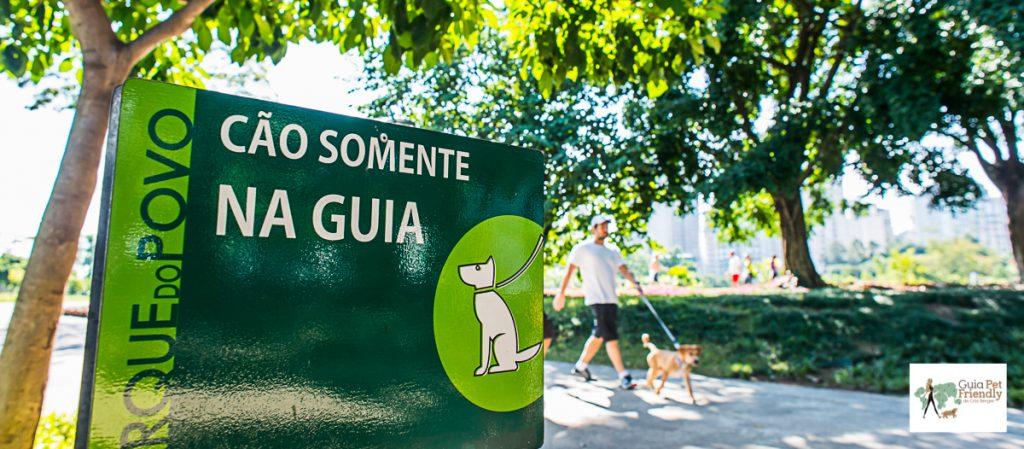 placa de aviso no parque