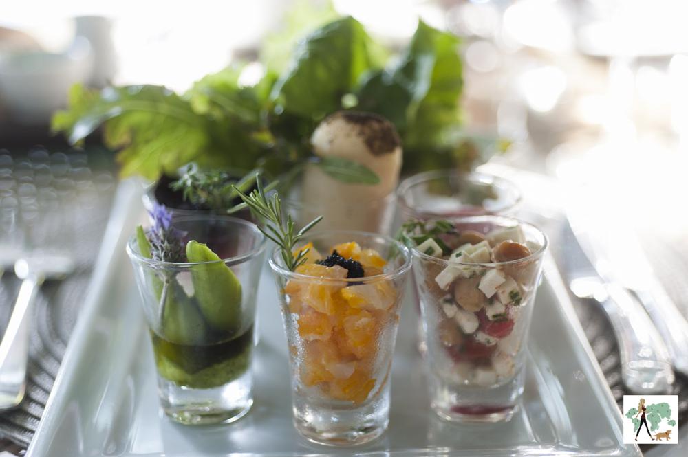 salada servida em copinhos