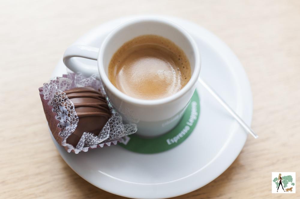 café com pão de mel do restaurante Fritos e Assados