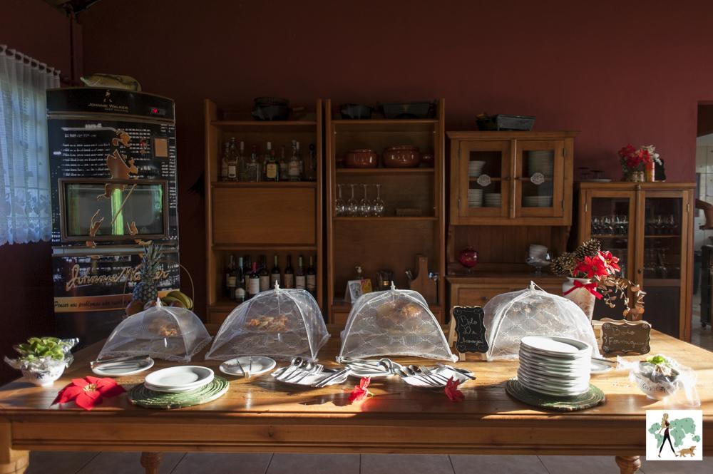 mesa de comida da pousada Gaia Viva