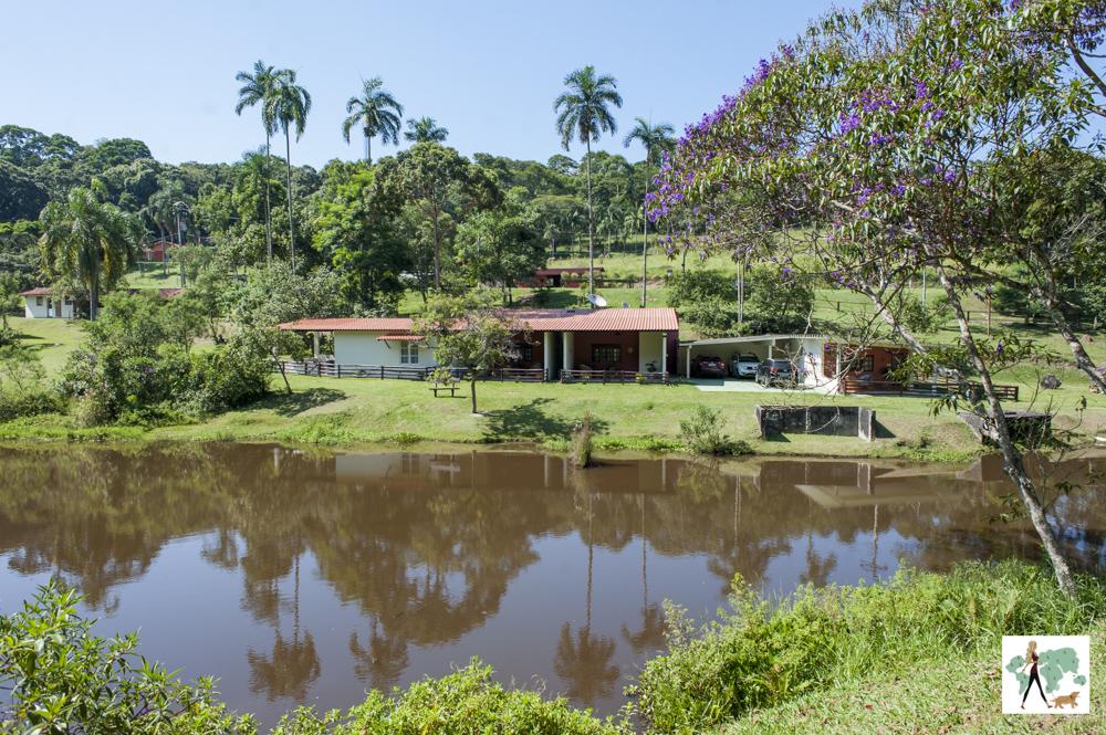 lago e alojamento da pousada Gaia Viva