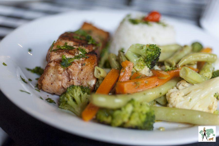 salmão com legumes