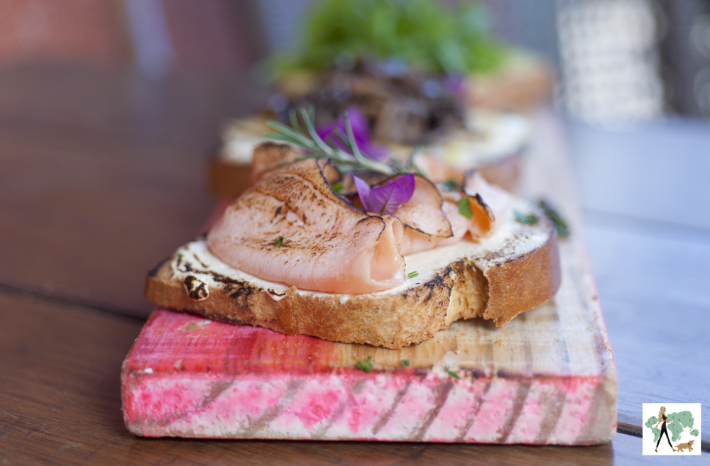 bruschetta com salmão defumado