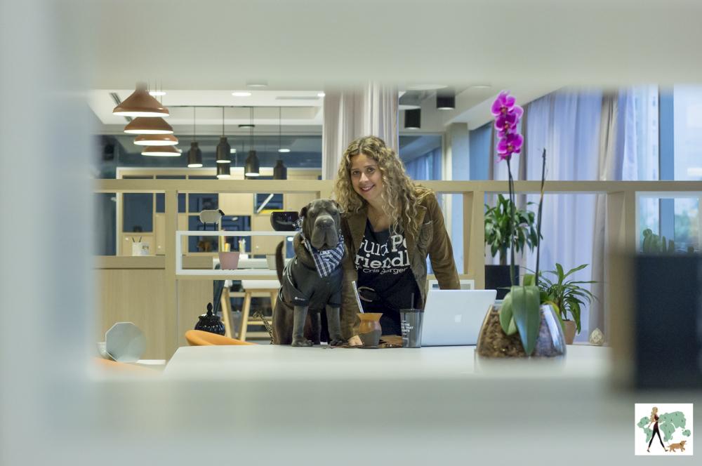 cachorro e mulher lado a lado Cris Berger e Ella