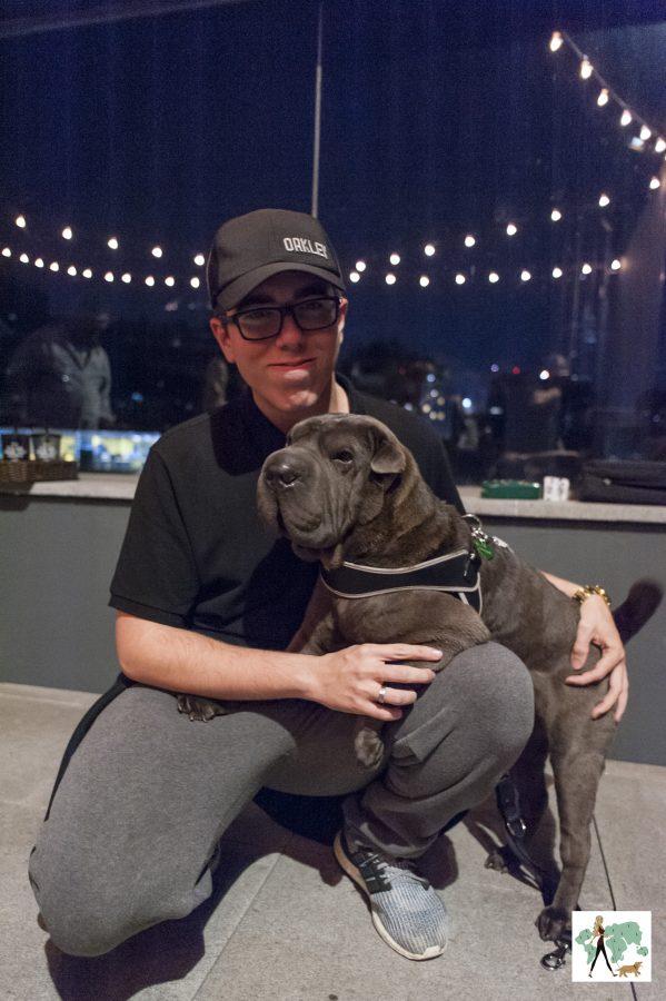 youtuber Jabuti e cachorra Ella no rooftop do Spaces Berrini