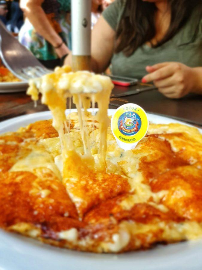 Pannekoek recheado de quatro queijos