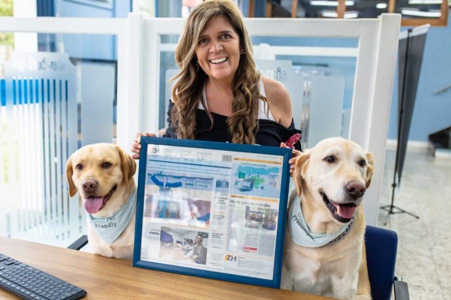 cachorros e mulher no Pet Day da CP Imóveis
